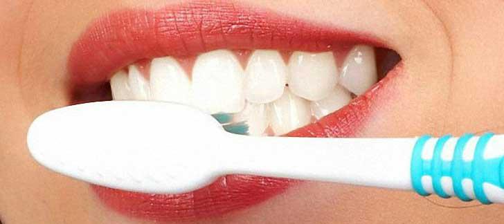 Быстро и безопасно отбелить зубы перекисью водорода возможно!