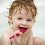 Ребенок с зубной щеткой