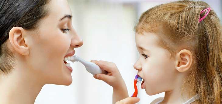 Учим ребенка чистить зубы самостоятельно