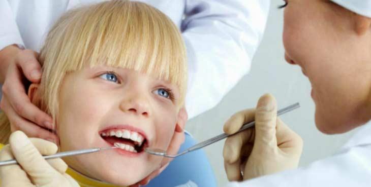 В чем опасность кариеса у детей, его виды и лечение