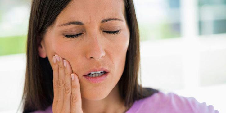 Причины и лечение десны при боли в конце нижней челюсти