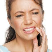 Болит челюсть у девушки